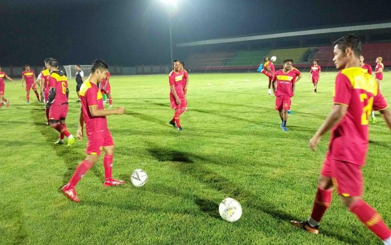 Tim Kalteng Putra ketika menjajal lapangan Stadion Tuah Pahoe Palangka Raya.