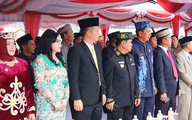 Bupati Barito Utara, H Nadalsyah saat menghadiri peringatan upacara Hari Jadi  ke 17 Kabupaten Murung Raya, Kamis 1 Agustus 2019.
