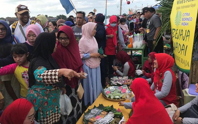 Wive\\\'s Forum Citra Borneo Indah (WF CBI) berpartisipasi dalam acara rutin Bejaja Wadai