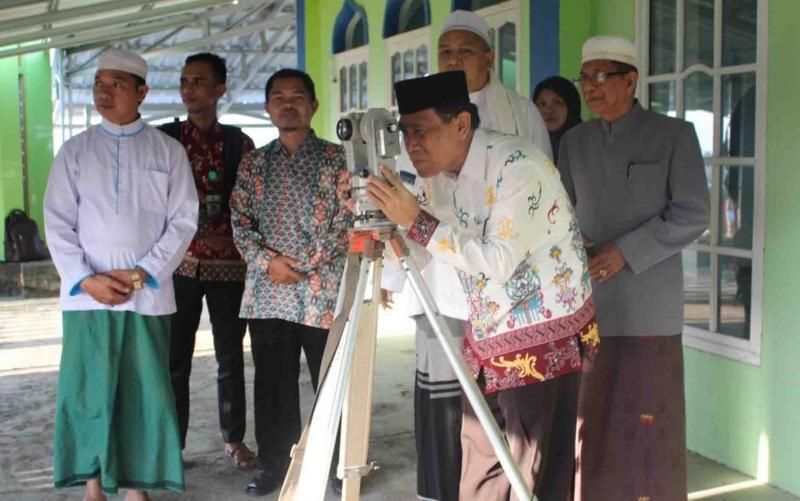 Rukyatul hilal di area Masjid Agung Al Mukkaram Kuala Kapuas, baru-baru ini.