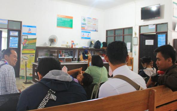 Pasien sedang menunggu pelayanan di Puskesmas Kayon, Palangka Raya, Senin, 5 Agustus 2019.