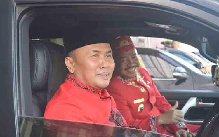 Gubernur Kalimantan Tengah Sugianto Sabran bersama Bupati Seruyan Yulhaidir di Kuala Pembuang, Senin 5 Agustus 2019