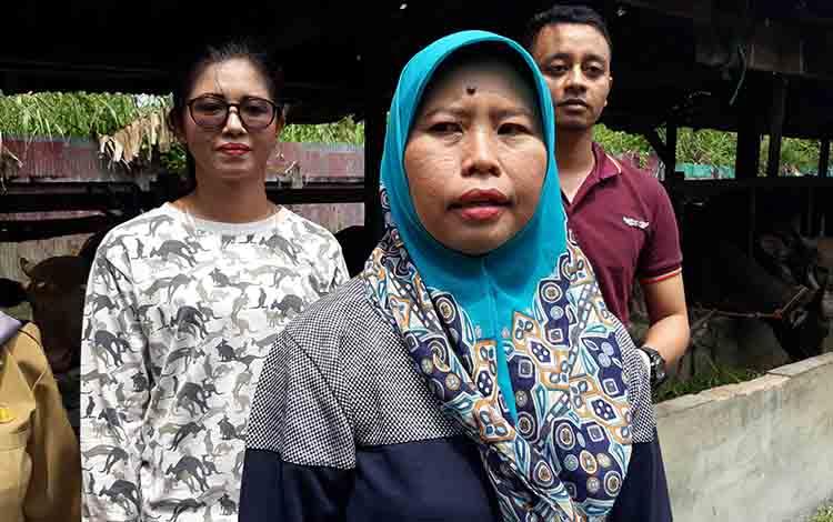 Kasi Kesmavet P2HP Bidang Peternakan Distan Kapuas, Tati Inderawati.