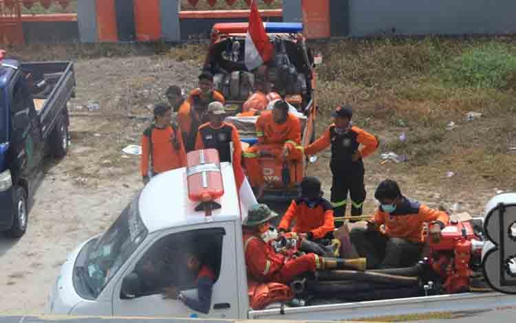 Tim Pusdalop Kalteng sedang bersiap berangkat untuk memadamkan api