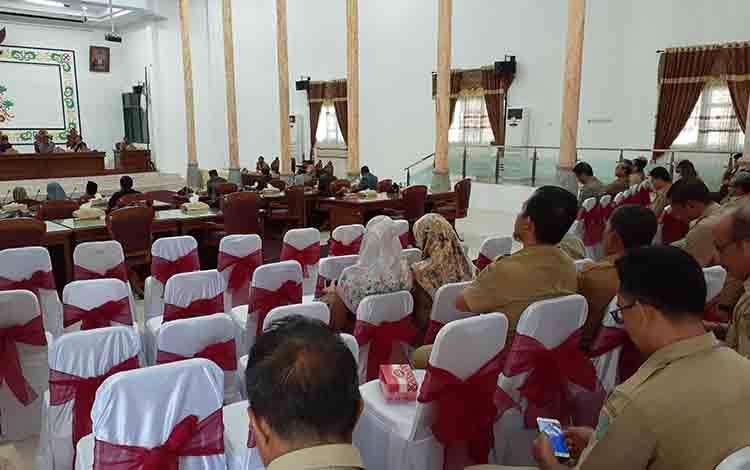 DPRD Kabupaten Sukamara saat menggelar rapat paripurna.