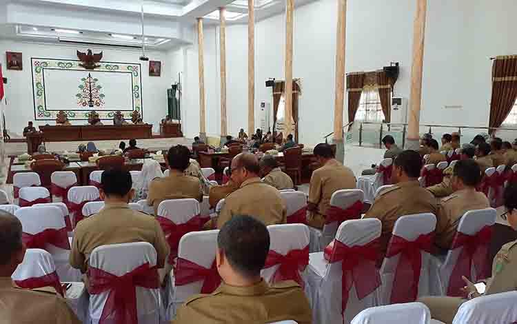 Rapat paripurna penyampaian pidato pengantar Raperda tentang Perubahan APBD 2019 di aula DPRD Sukamara, Selasa, 6 Agustus 2019.