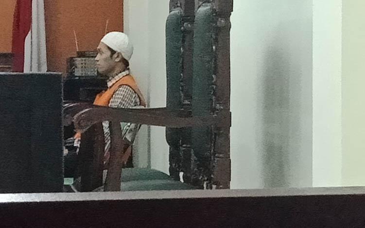 MH alias Ad terdakwa sabu saat jalani sidang di Pengadilan Negeri Sampit.