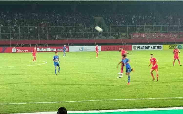 Skuad Kalteng Putra saat melawan Arema FC di Stadion Tuah Pahoe, Kota Palangka Raya, Rabu, 7 Agustus 2019 malam.