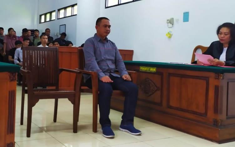MA saat menjalani persidangan di Pengadilan Negeri Palangka Raya, Rabu, 7 Agustus 2019