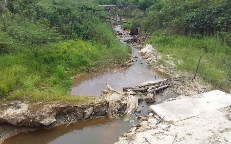 Kondisi debit air Sungai Sirau berkurang, dampak dari kemarau di Kabupaten Bartim.