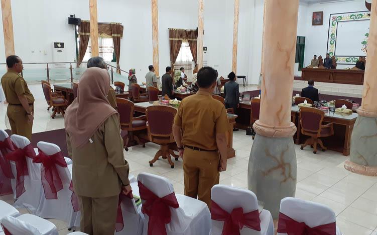 Rapat paripurna yang digelar DPRD Kabupaten Sukamara.