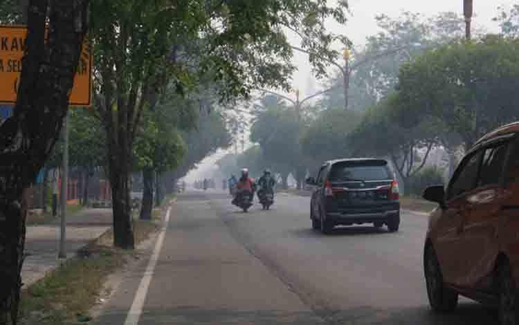 Kabut asap tipis yang melanda Kota Palangka Raya