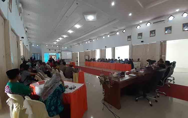 Rapat koordinasi pegendalian karhutla di aula kantor bupati Sukamara.