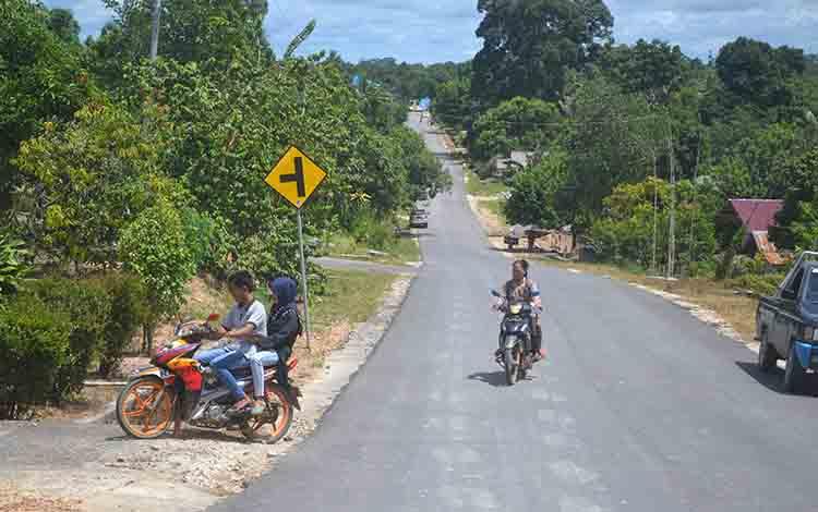 Suasana di Kecamatan Balai Riam, Kabupaten Sukamara.