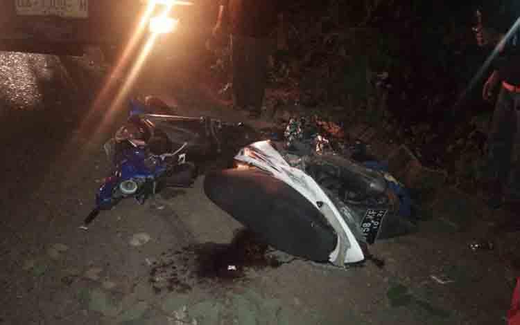 Sepeda motor KH 6758 KF yang di kemudikan korban Belasius Mat (46) usai terlibat kecelakaan maut.