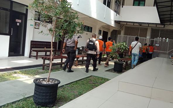 Tahanan tindak pidana saat di Pengadilan Negeri Sampit.