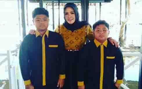 Wakil Bupati Seruyan, Iswanti beserta dua anaknya.