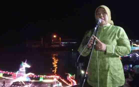 Bupati Kobar melepas peserta takbir keliling on the river, Sabtu, 10 Agustus 2019 malam.