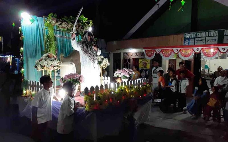 Pawai tanglung menyambut Idul Adha di Sukamara, Sabtu, 10 Agustus 2019 malam.