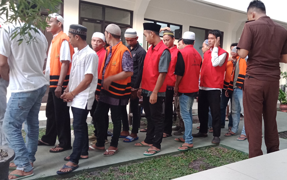 Para pelaku tindak pidana saat di Pengadilan Negeri Sampit.