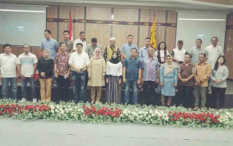 Anggota DPRD Kotim periode 2019 - 2024 berfoto bersama usai gladi pelantikan, Senin, 12 Agustus 2019.