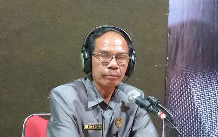 Ketua DPRD Gunung Mas, Gumer saat melakukan talkshow di Radio Hamauh FM.