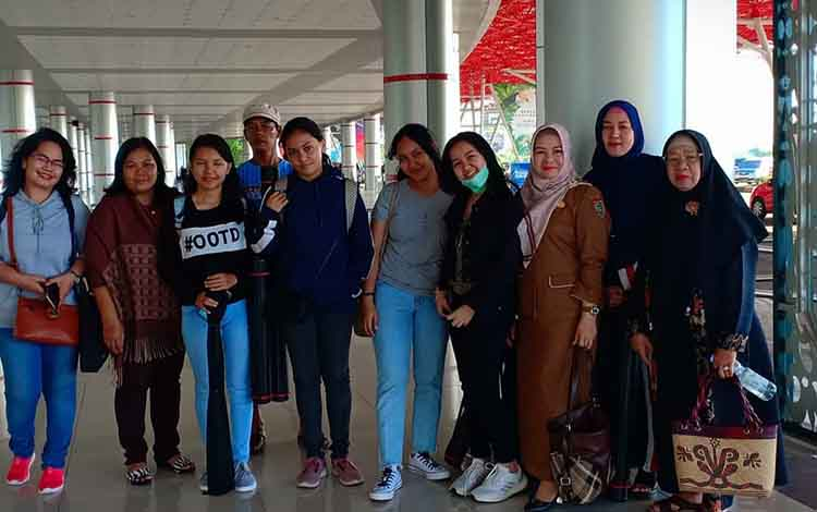 Tim perwakilan SMAN 2 Palangka Raya sebelum berangkat mengikuti ajang World Invention Creativity (WICO) di Seoul, Korea Selatan.