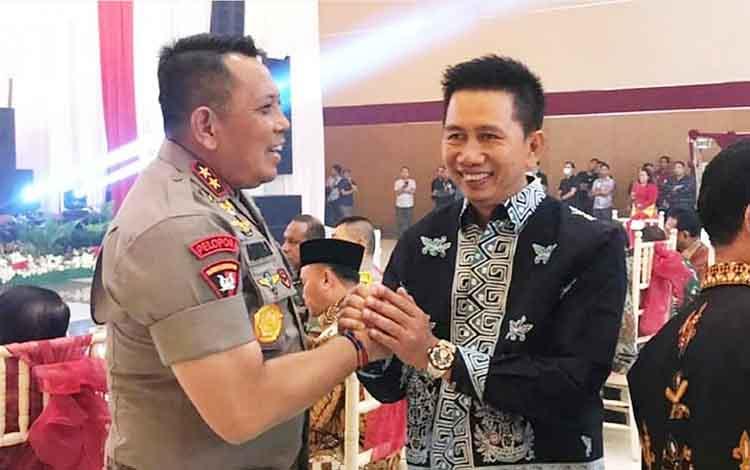 Bupati Barito Utara, H Nadalsyah saat bersama Irjen Pol Anang Revandoko