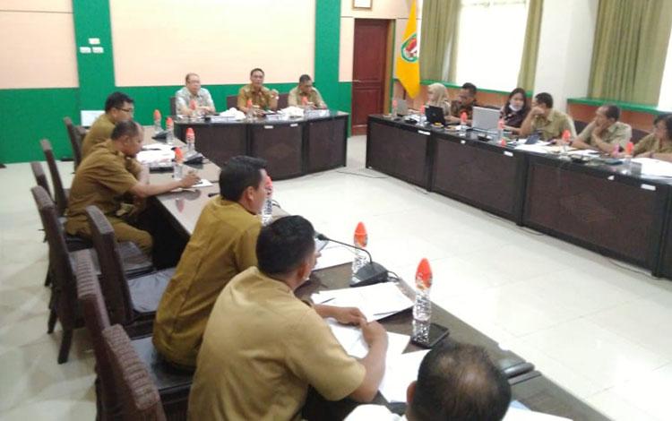 Wakil Bupati Katingan Sumardi Litang saat menerima kunjungan Komnas HAM.