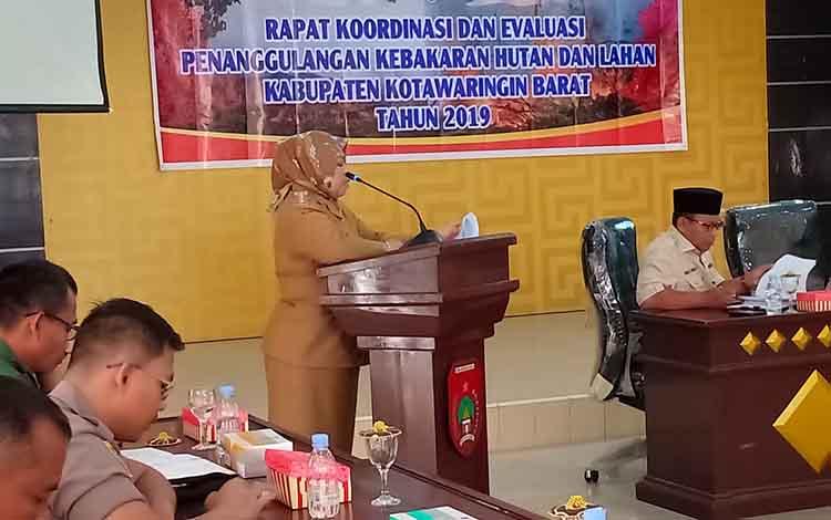Bupati Kotawaringin Barat, Nurhidayah saat menyampaikan data Karhutla,Selasa, 13 Agustus 2019