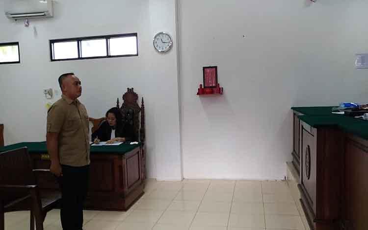 MA, oknum perwira polisi menjalani persidangan di Pengadilan Negeri Palangka Raya.