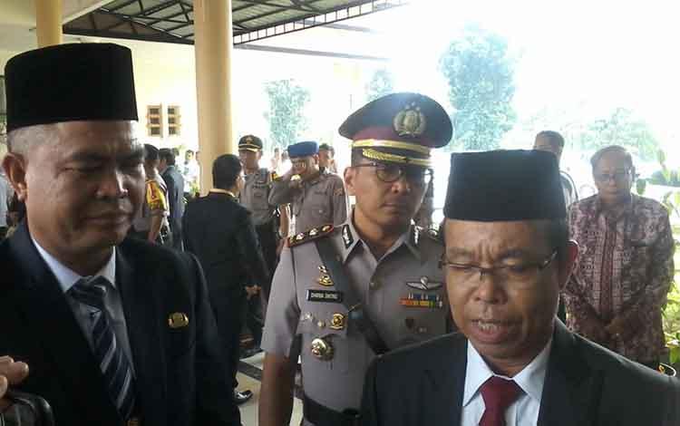 Ketua DPC PDI Perjuangan Katingan yang juga Bupati Katingan, Sakariyas (kanan).