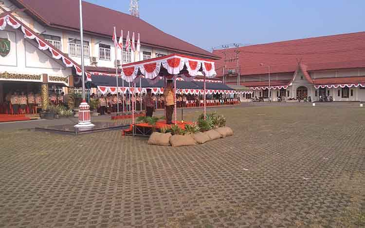 Bupati Barito Timur, Ampera AY Mebas memimpin upacara peringatan Hari Pramuka ke 58, Rabu, 14 Agustus 2019.
