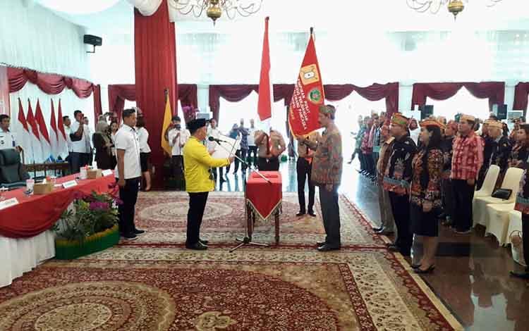 Gubernur Kalteng Sugianto Sabran mengukuhkan pengurus DPP APP GMTPS Kalimantan Tengah periode 2019-2024, Rabu, 14 Agustus 2019.
