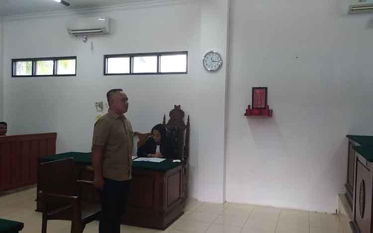 MA saat menjalani persidangan di Pengadilan Negeri Palangka Raya, Rabu, 14 Agustus 2019.