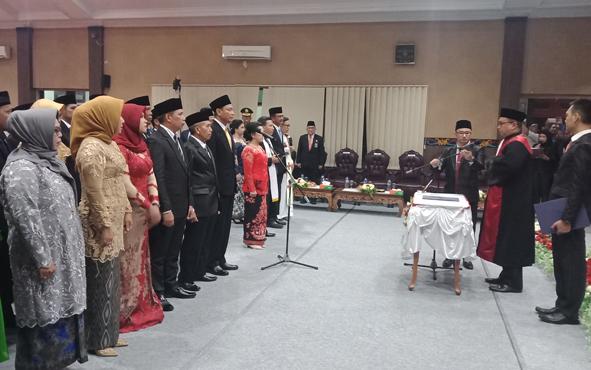 Pelantikan dan pengambilan sumpah janji anggota DPRD Kotim masa jabatan 2019-2024, Rabu, 14 Agustus 2019.