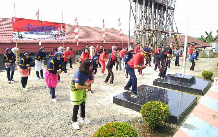 Tari koloasal Indonesia Bekerja Indonesia Jaya yang dilaksanakan Lapas kelas IIB Muara Teweh, Kamis 15 Agustus 2019