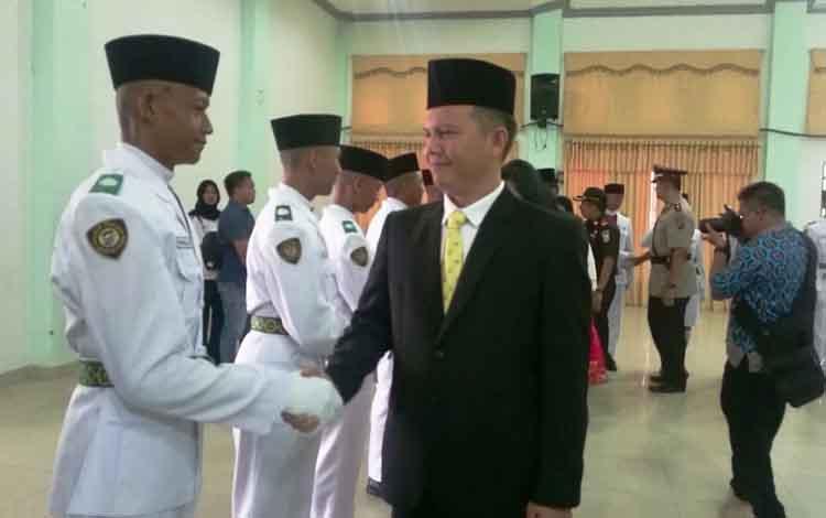 Bupati Gunung Mas, Jaya S Monong mengucapkan selamat kepada Anggota Paskibraka Kabupaten Gunung Mas.