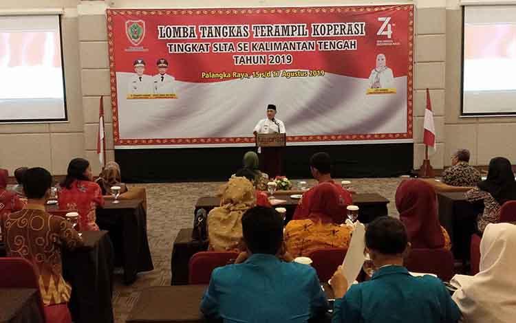 Sekda Kalteng Fahrizal Fitri membuka kegiatan lomba tangkas terampil koperasi, Jumat, 16 Agustus 2019.