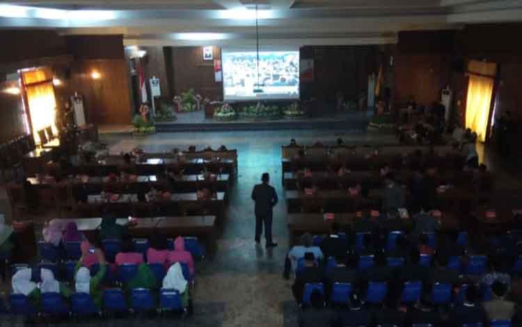 seuasana saat mendengarkan pidato kenegaraan Presiden RI di Auka DPRD Kobar