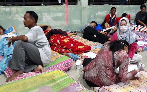 Pasien korban keracunan massal di Desa Dadahup saat dirawat di RSUD dr H Soemarno Sosroatmodjo, Kuala Kapuas, Minggu, 18 Agustus 2019 malam.