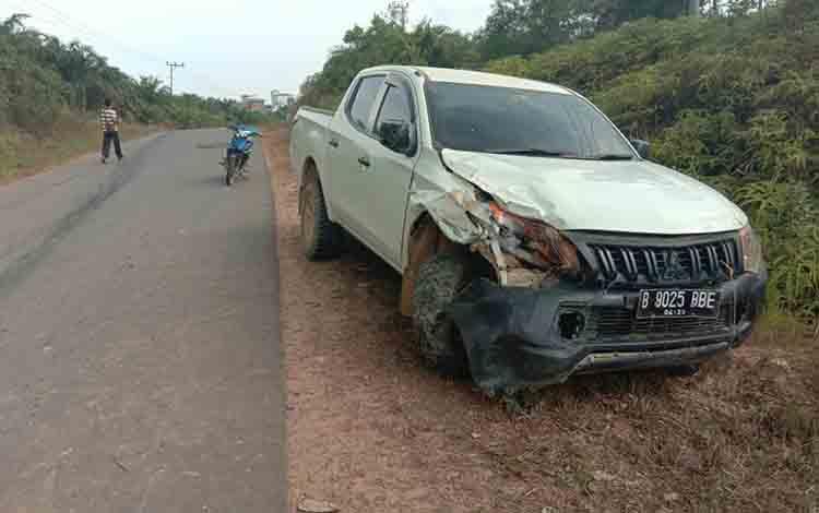 Kondisi mobil usai bertabrakan dengan motor hingga membuat dua orang tewas, kemaren.