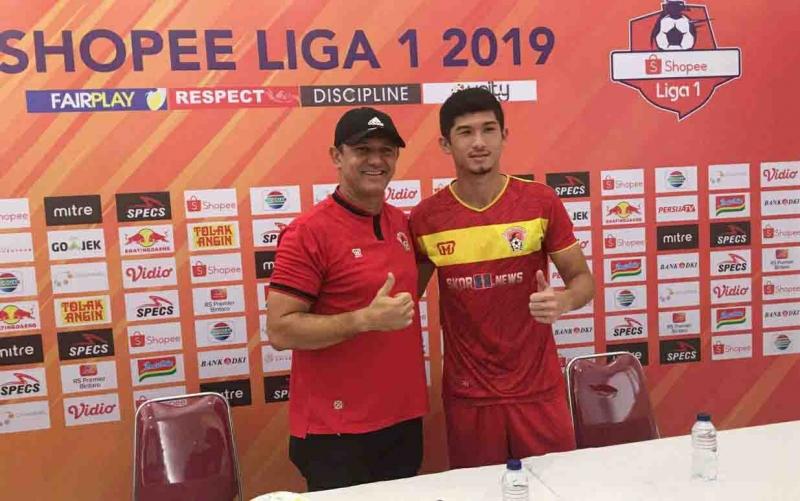 Pelatih Kalteng Putra Gomes De Oliveira bersama Kevin Gomes menyatakan siap hadapi Persija Jakarta.