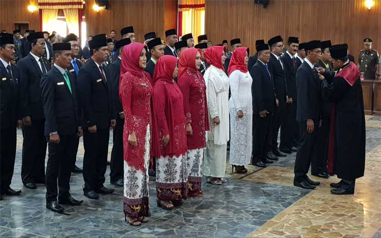 Prosesi pengukuhan Anggota DPRD Kobar periode 2019 - 2024