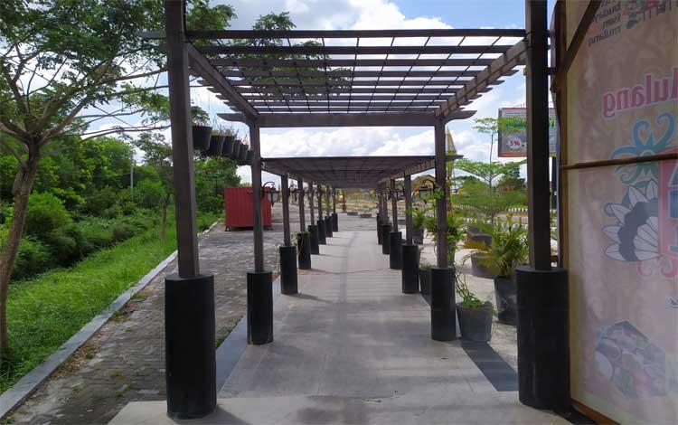Taman Kuliner Tunggal Sangomang, salah satu taman yang menjadi ikon Kota Palangka Raya