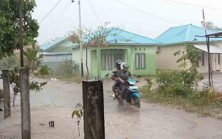 Hujan deras turun di Palangka Raya, Selasa, 19 Agustus 2019.