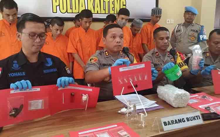 Barang bukti narkoba yang didapat dari 10 tersangka yang diduga berasal dari wilayah Puntun