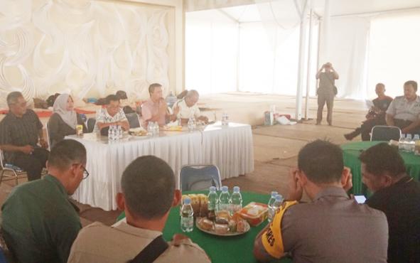 Rapat persiapan pernikahan Jery Borneo Putra dan Natasha Cinta Vinski di Stadion Sampuraga. Pangkalan Bun, Selasa, 20 Agustus 2019.