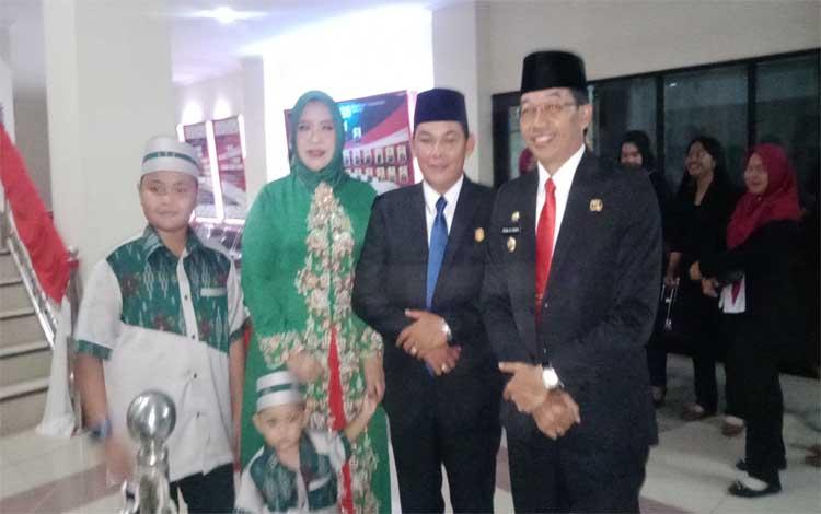 Ketua DPC PDIP Murung Raya, Perdie M Yoseph bersama Ketua DPC PKB Murung Raya Rahmanto Muhidin