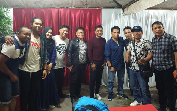 Bupati Kotim Supian Hadi bersama Sekda Halikinnor saat bersama para pemuda penggiat seni, Senin, 19 Agustus 2019.